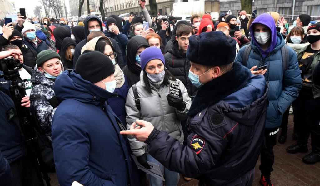 Почему Навальный выехал из Германии, и каковы параллели между протестами в России, Беларуси