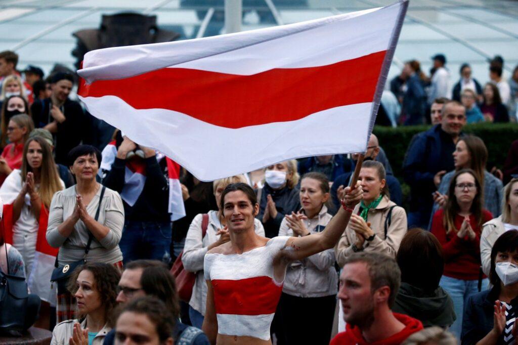 Белорусская власть объявила войну бело-красно-белой символике
