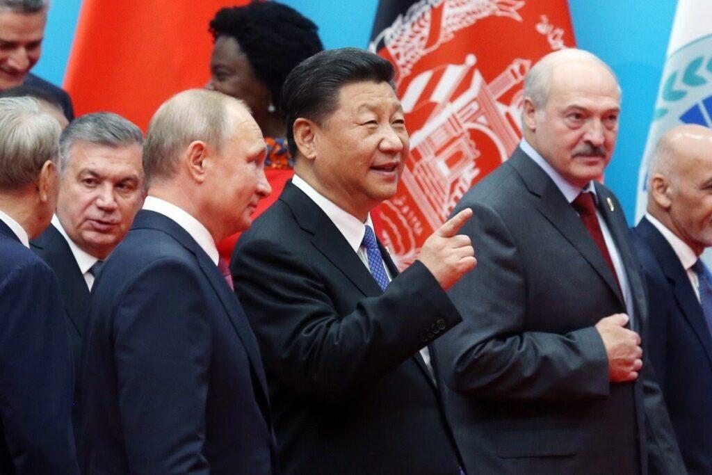 """Белорусский путь: """"найти баланс между Москвой и Пекином, начать сопрягать их интересы и выстраивать евразийский блок"""""""