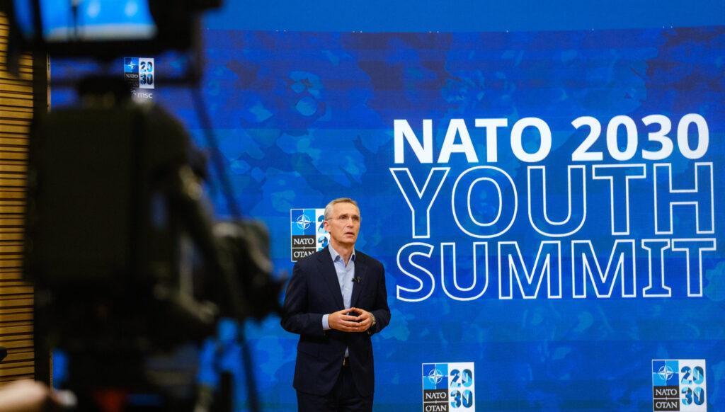 НАТО официально и публично объявило о наращивания давления против России и её союзников