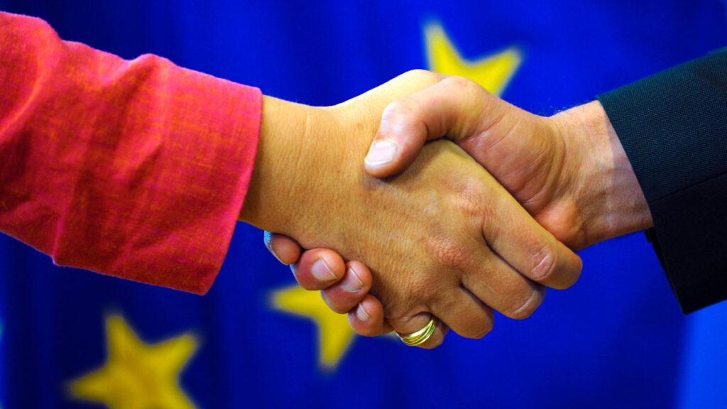 Наднациональные структуры ЕС поощряют европейцев диктовать правила другим участникам международных отношений