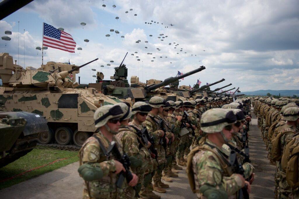 """Польшу продолжают запугивать """"российской агрессией"""", хотя иностранные войска уже стоят в Варшаве"""