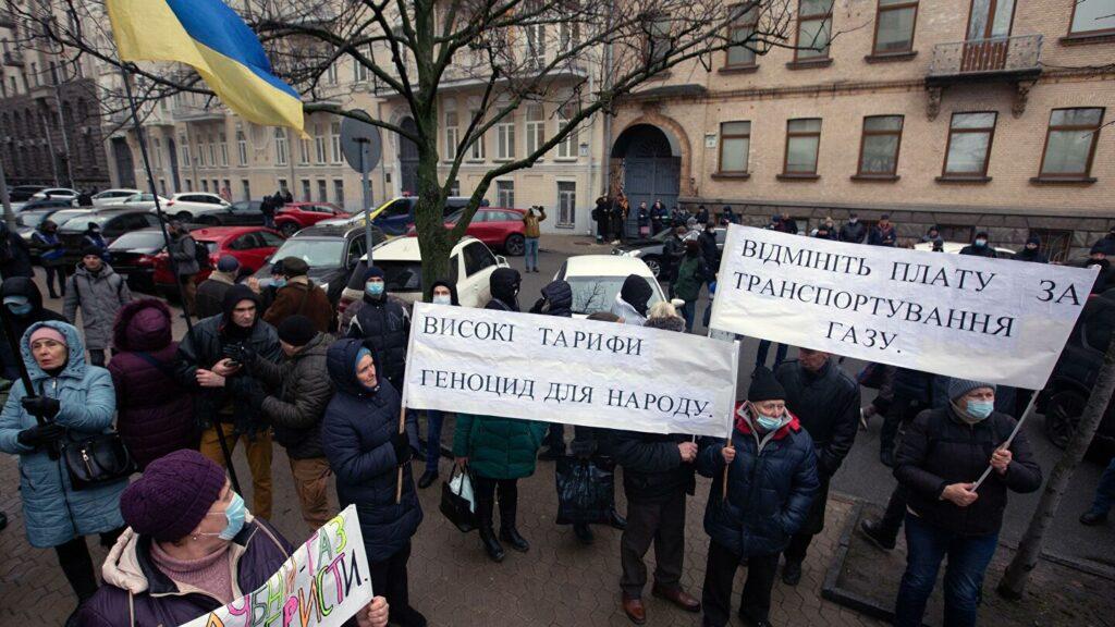 Если Киев продолжит вводить санкции против Минска, то украинская армия останется без топлива, а простые украинцы взбунтуются