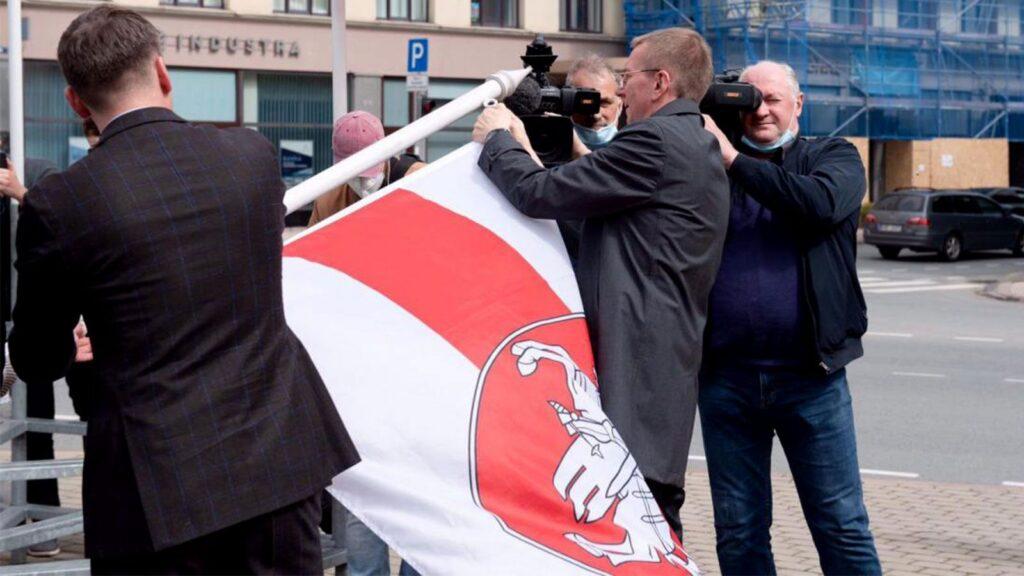 Президент Латвии вместо извинений оправдал вандализм мэра Риги