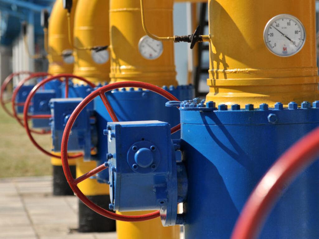 Украина на грани топливного кризиса: решение о прекращении импорта из Беларуси и России может привести к дефициту