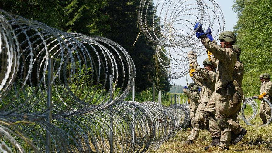 Латвия надеется на колючую проволоку в борьбе с мигрантами на границе с Беларусью