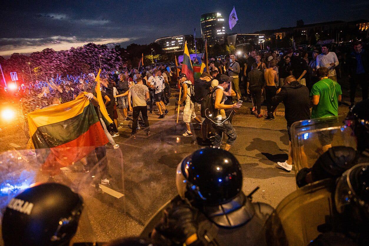Литовский суд разрешил арестовать некоторых участников протестов у Сейма