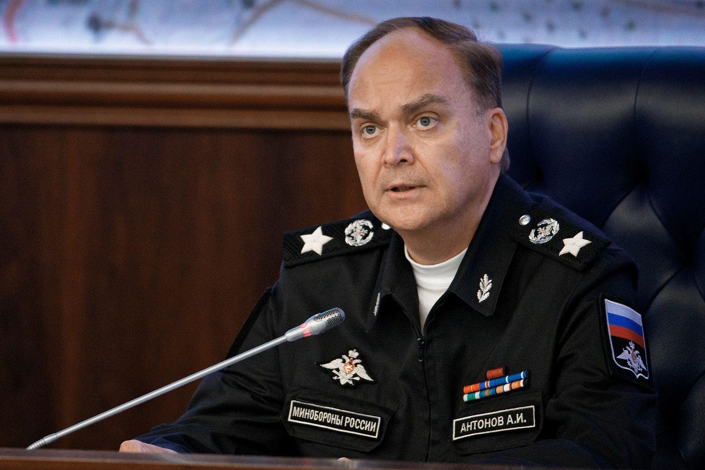 Антонов рассказал, как на Западе ведут войну против российских препаратов