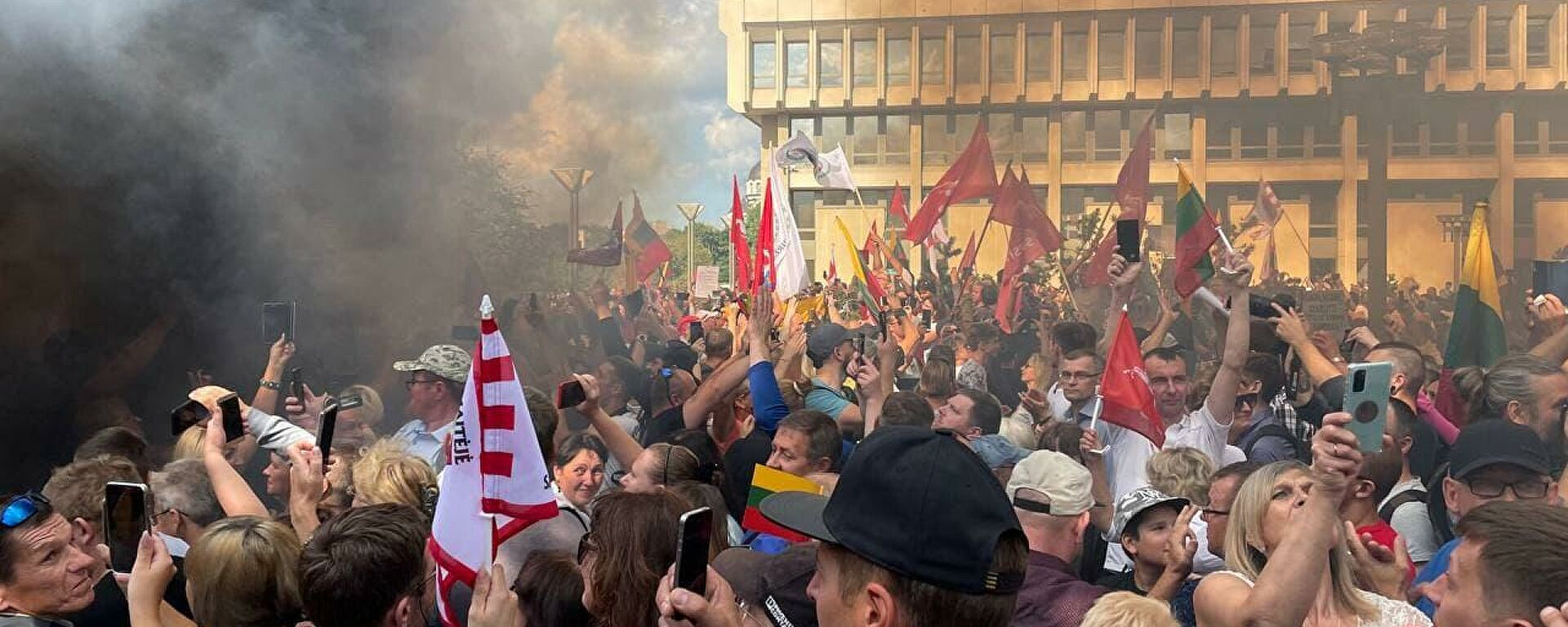 """""""Майдан в Литве"""" - возле здания сейма массовые акции протеста"""