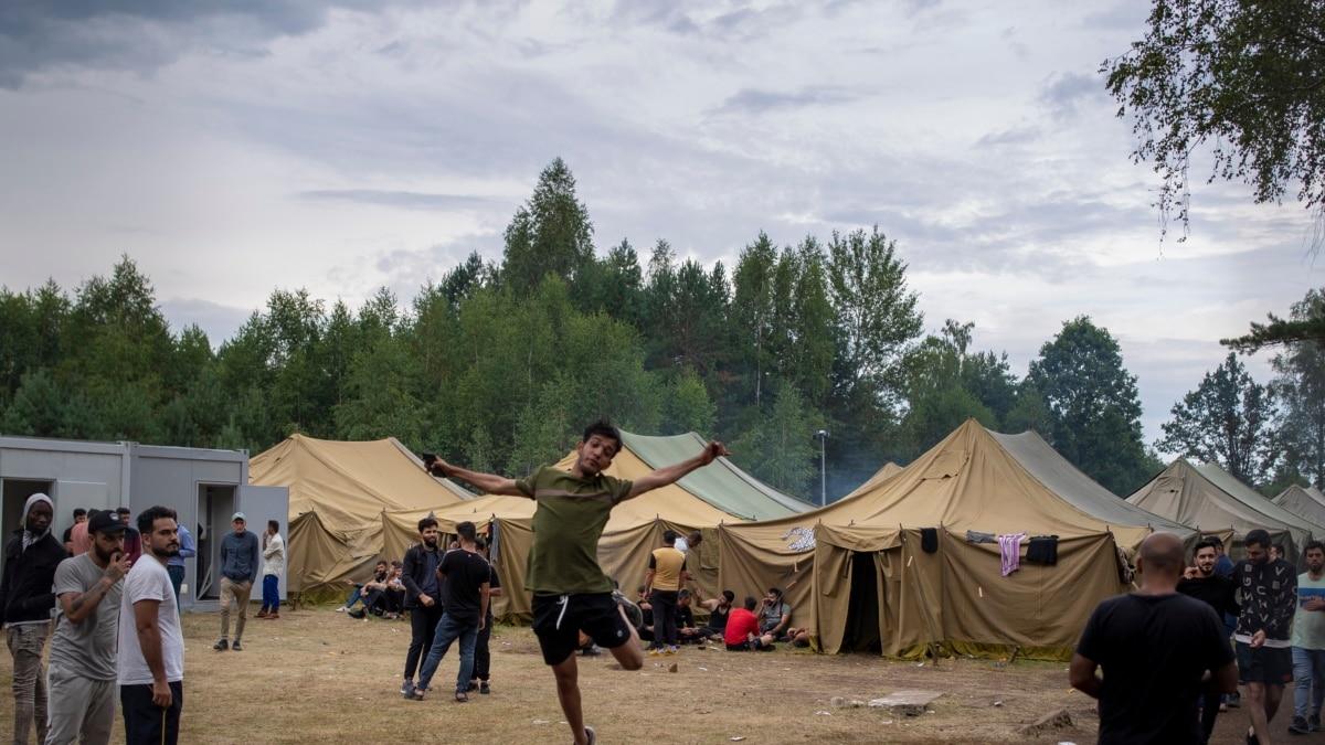 Полиция Литвы задержала сбежавших из лагеря нелегальных мигрантов