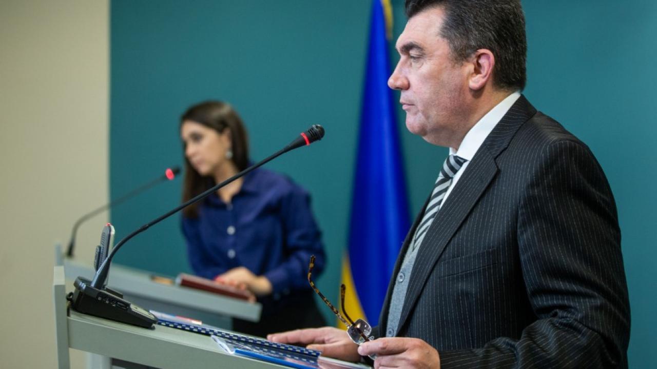 """Украинский секретарь СНБО """"напрягся"""" после того, как услышал вопрос на русском"""