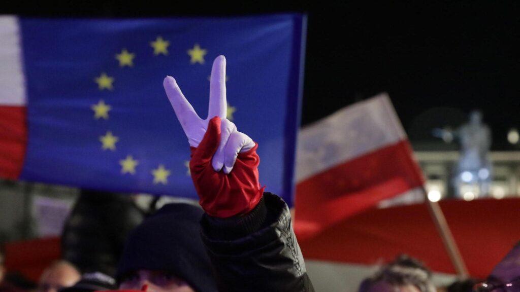 Конфликт Брюссель-Варшава продолжается: суд обязал Польшу выплачивать по 500 тыс евро в сутки