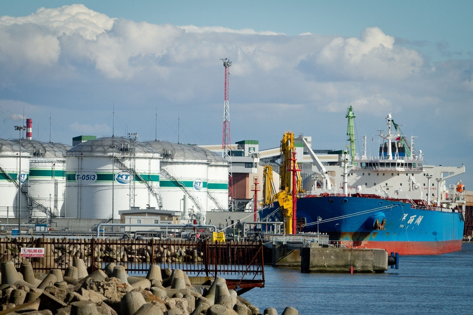 Прибыль литовской компании Klaipedos nafta сократилась на 25%