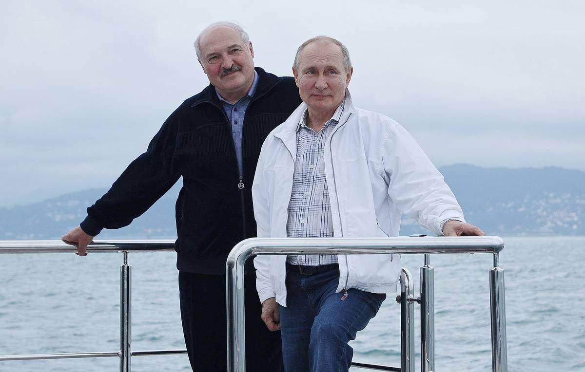 Александр Лукашенко поздравил Владимира Путина с днем рождения